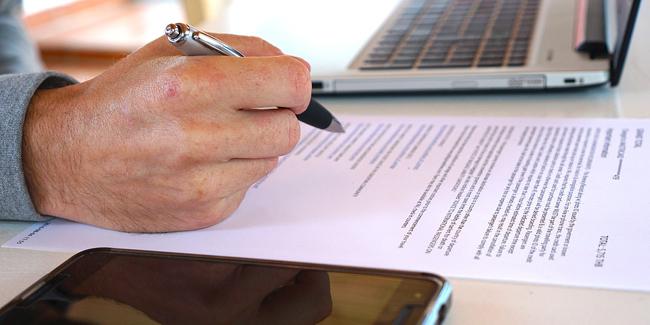 Faut-il faire confiance à son banquier ou comparer l'assurance de prêt immobilier ?