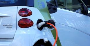 Voiture électrique ou voiture hybride : quelle assurance choisir ?