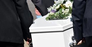 Qui doit payer les funérailles si le défunt n'a pas d'assurance obsèques ?