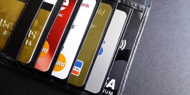 Peut-on refuser les assurances de sa carte bancaire pour payer moins cher ?